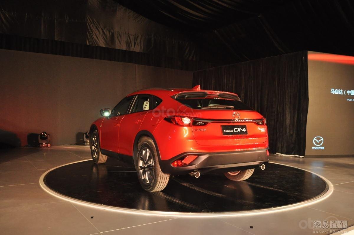 Mazda CX-4 đuôi xe 1