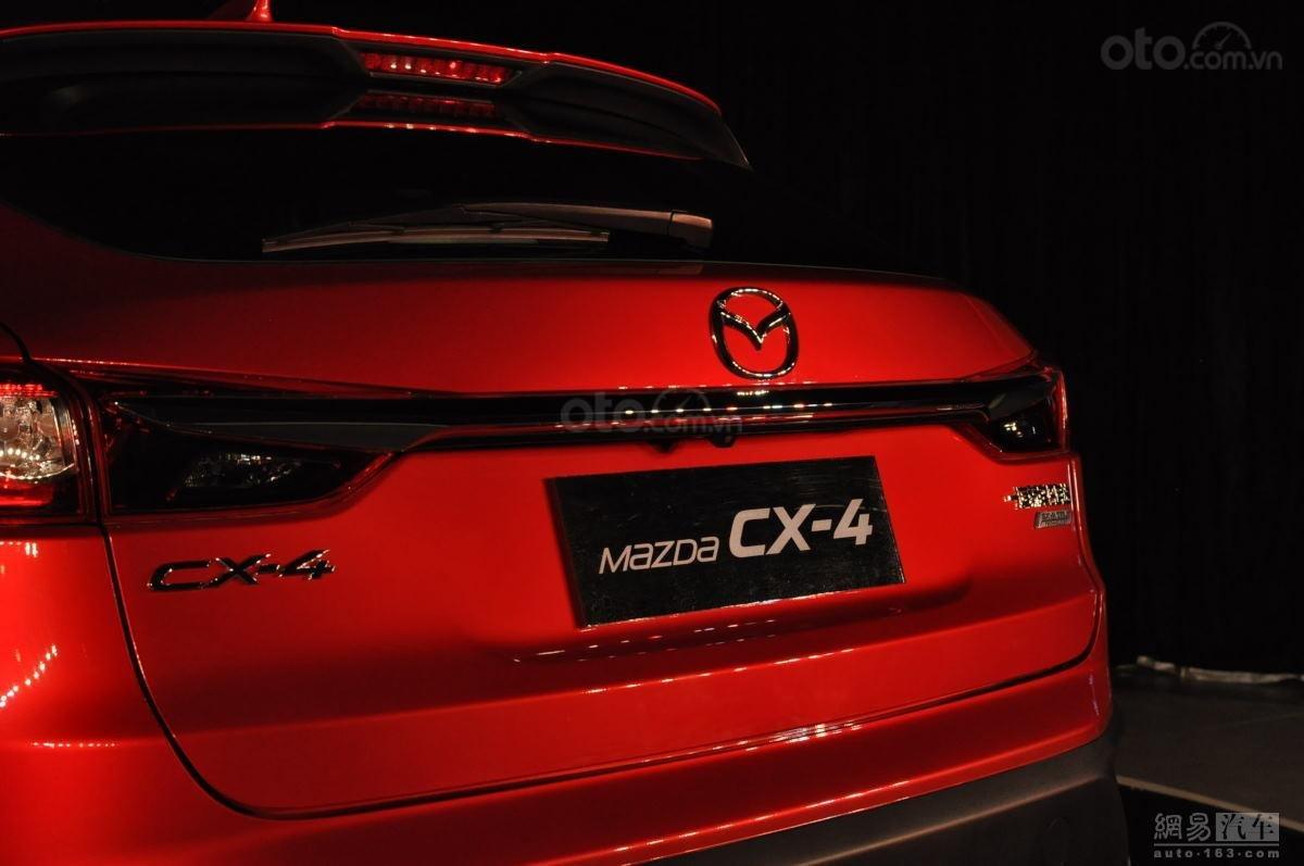 Mazda CX-4 cận cảnh đuôi xe