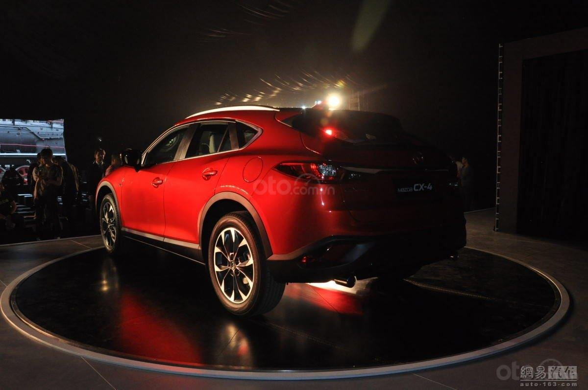 Mazda CX-4 đuôi xe 2