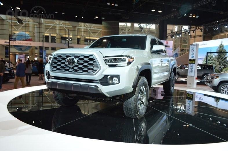 Toyota Tacoma 2020 đầu xe