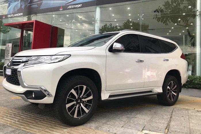 Mitsubishi Pajero Sport bản MT giá 980 triệu đồng chính thức xuất hiện đấu Fortuner a1