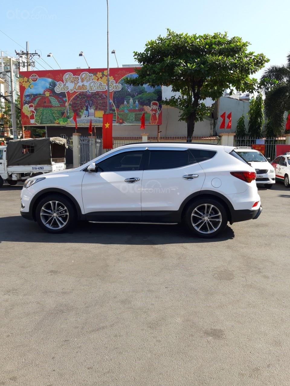 Hyundai Santa Fe CRDi model 2017, màu trắng, nhập khẩu còn mới toanh, full option loại cao cấp nhất, 1 tỷ 50tr-0