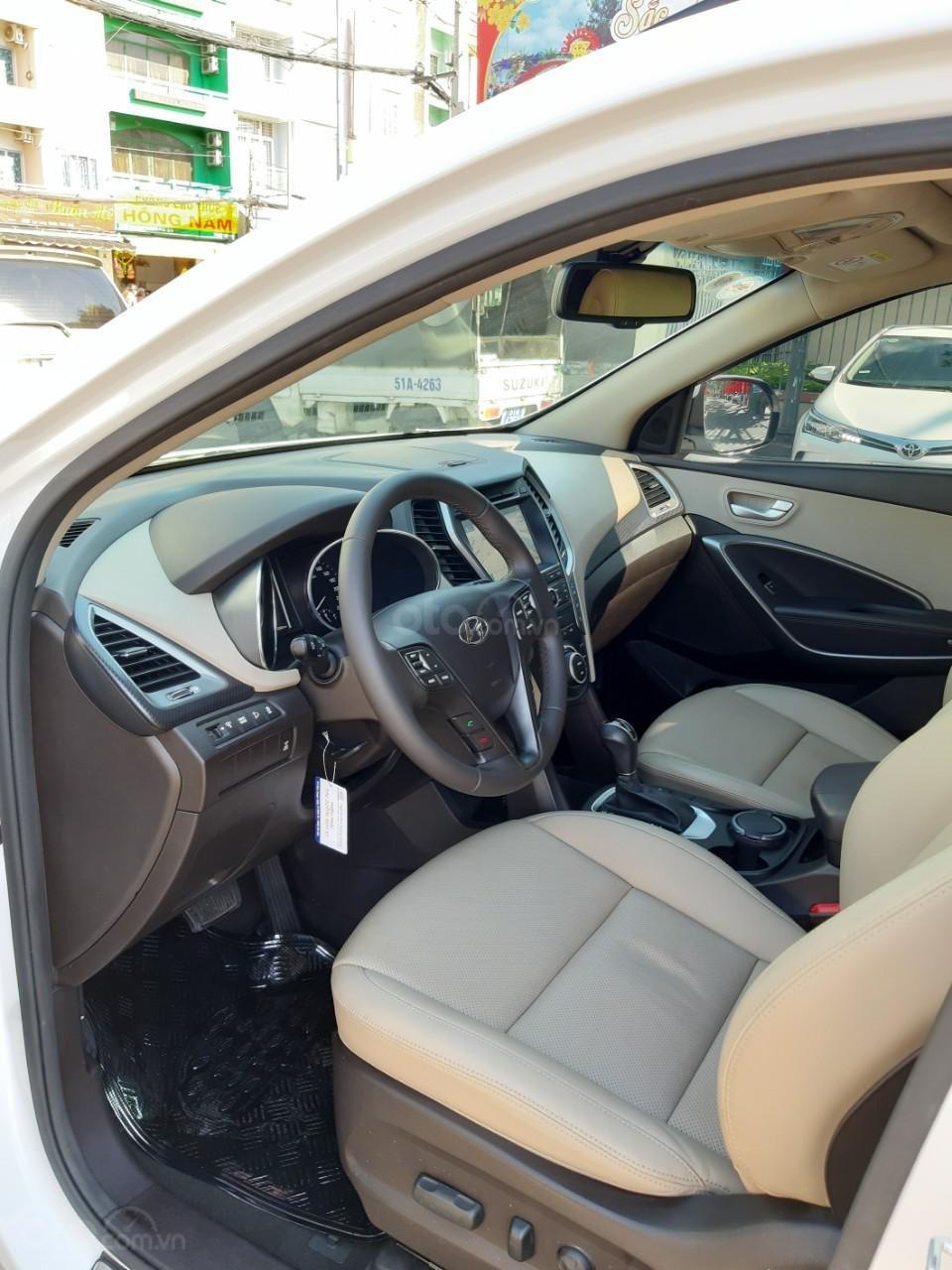 Hyundai Santa Fe CRDi model 2017, màu trắng, nhập khẩu còn mới toanh, full option loại cao cấp nhất, 1 tỷ 50tr-11