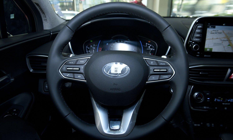 So sánh Hyundai Santa Fe 2019 và Honda CR-V 2019 về vô-lăng và trang bị 3