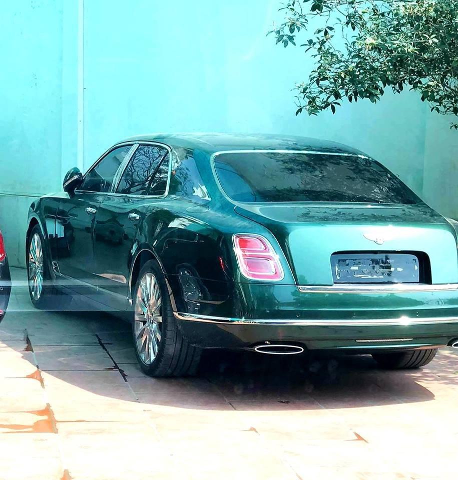 Bentley Mulsanne EWB thứ 3 có màu xanh lục