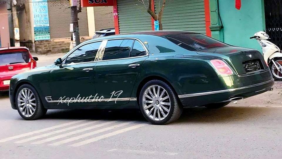Bentley Mulsanne EWB thứ 3 có màu tương tự chiếc Speed