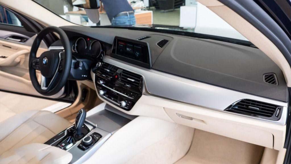 Có 2,5 tỷ đồng không mua Toyota Camry 2019 mà chọn được những xe sang nào? a78