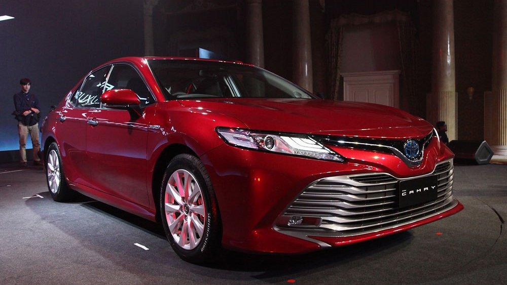 Có 2,5 tỷ đồng không mua Toyota Camry 2019 mà chọn được những xe sang nào? a37