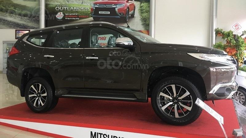 Mitsubishi Pajero Sport 2019 tại đại lý...