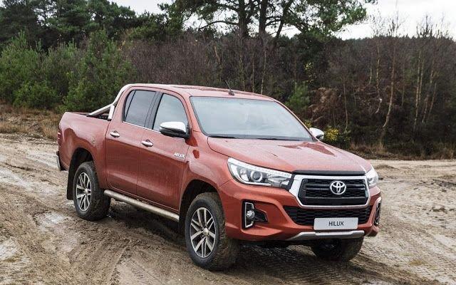 Toyota Hilux 2019 màu đỏ...
