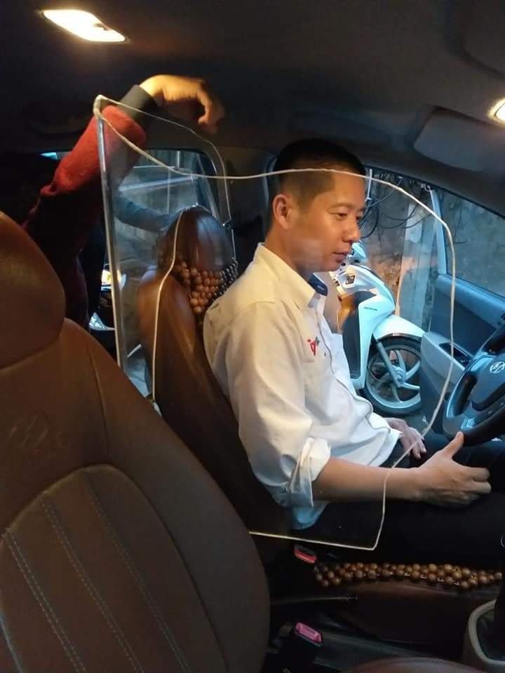 Lắp thêm khung cứng bảo vệ trong xe có bị xử phạt?4aaa