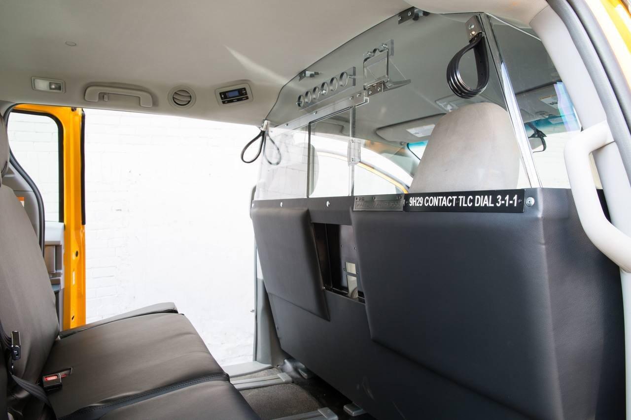 Lắp thêm khung cứng bảo vệ trong xe có bị xử phạt?3aaa