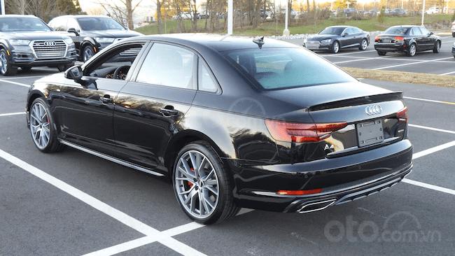 Đánh giá xe Audi A4 2019 về thiết kế đuôi xe - Góc trái