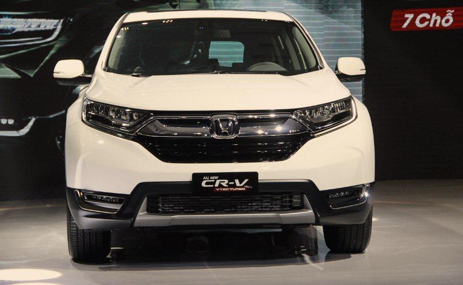 Đánh giá xe Honda CR-V 2018 bản 7 chỗ: Đầu xe có một số điểm khác biệt với bản 5 chỗ.