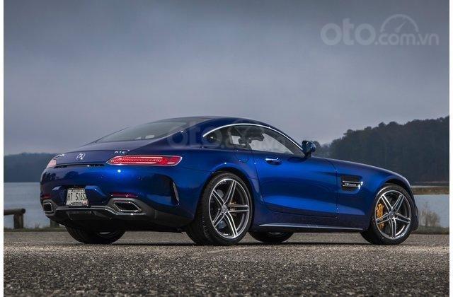 Mercedes-AMG GT 2018 màu xanh
