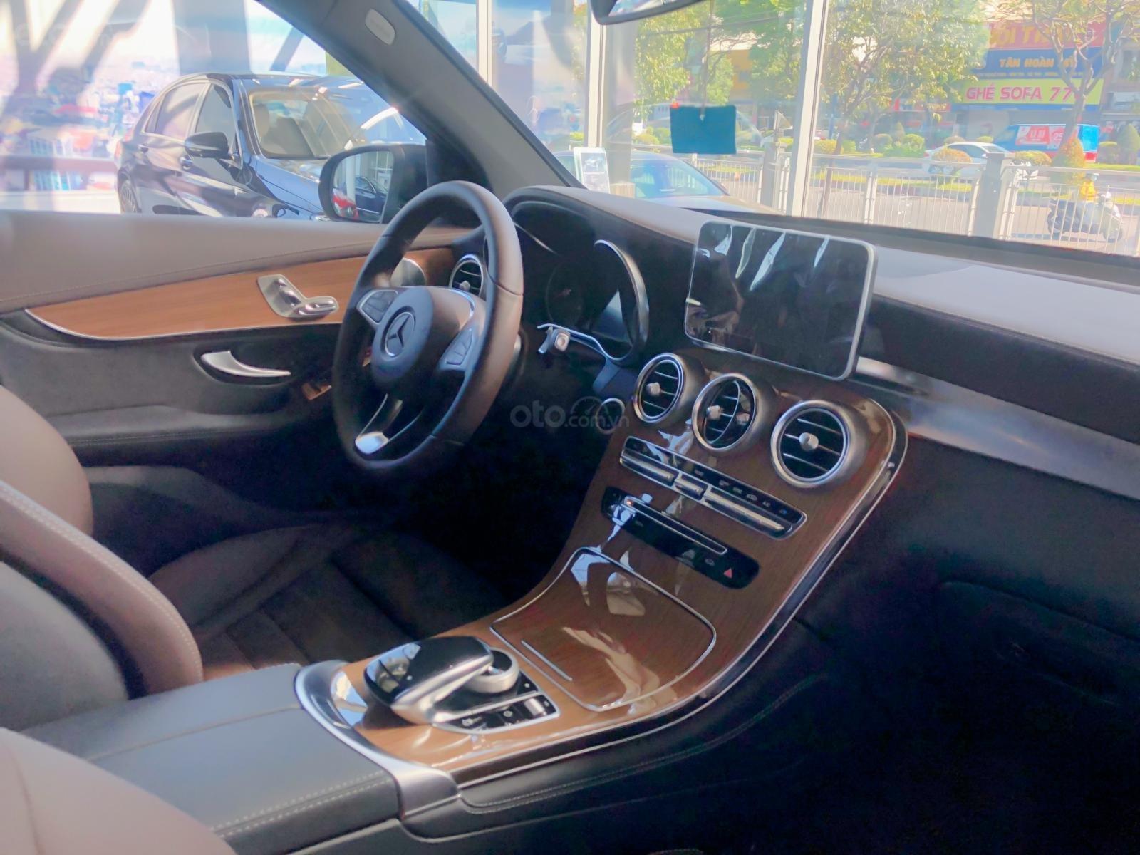 Bán xe Mercedes GLC250 tốt nhất hôm nay - Hỗ trợ trả góp lãi suất thấp - Giảm giá cực khủng - KM cực tốt-4