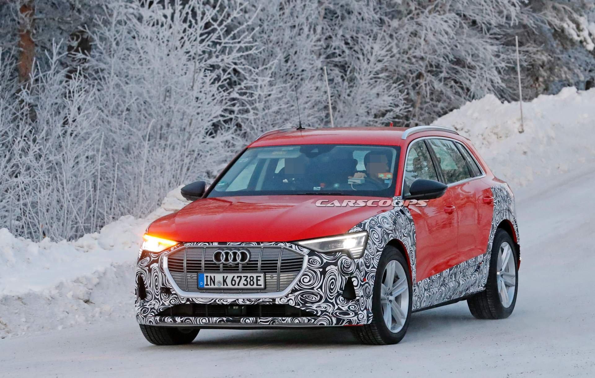 Audi E-Tron phiên bản mới màu đỏ đầu xe