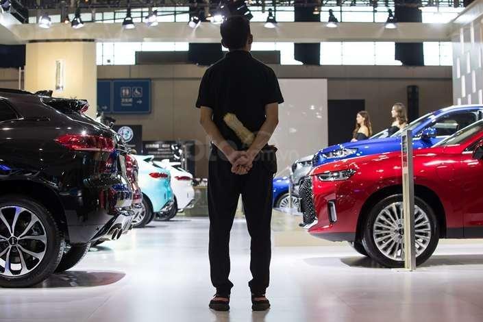 Doanh số xe tại Trung Quốc suy sụp 7 tháng liên tục