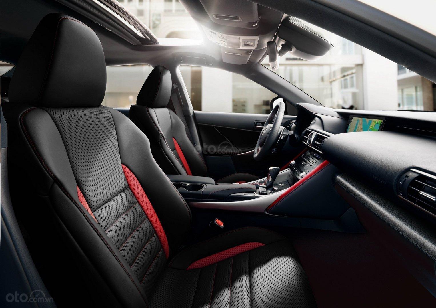 Lexus IS 300 F Sport Black Line số lượng khá hạn chế