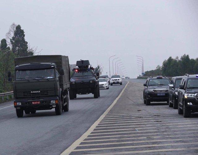 Mercedes-Benz S600 Pullman Guard hộ tống Kim Jong Un về Hà Nội 14