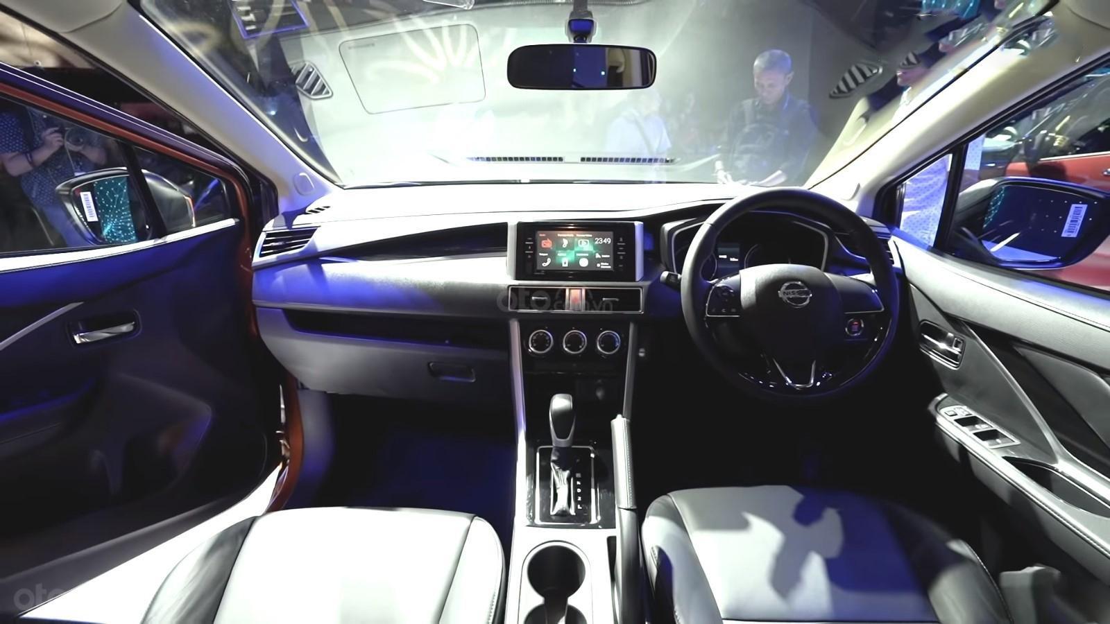 Ảnh chụp táp-lô xe Nissan Grand Livina 2020