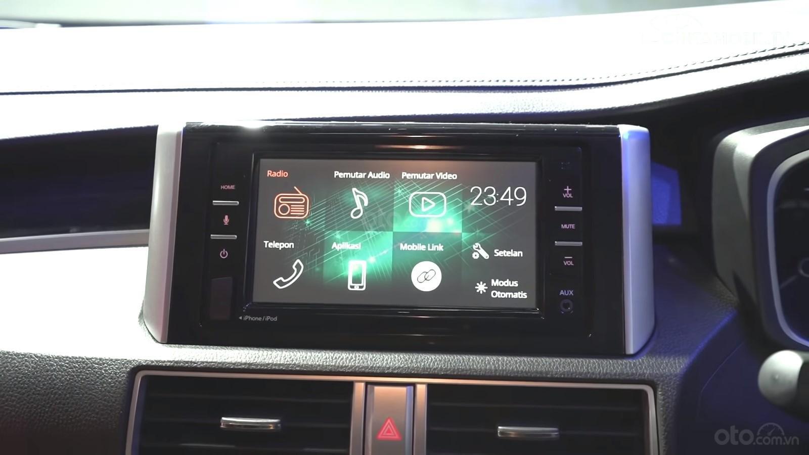 Ảnh chụp màn hình giải trí xe Nissan Grand Livina 2020