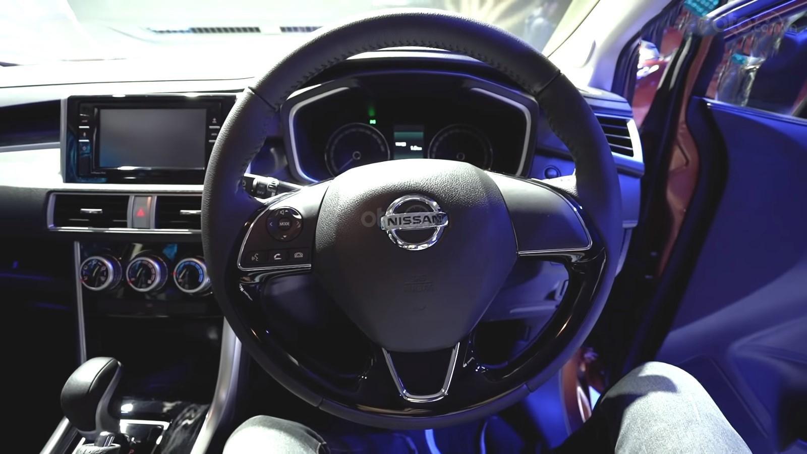 Ảnh chụp vô-lăng xe Nissan Grand Livina 2020