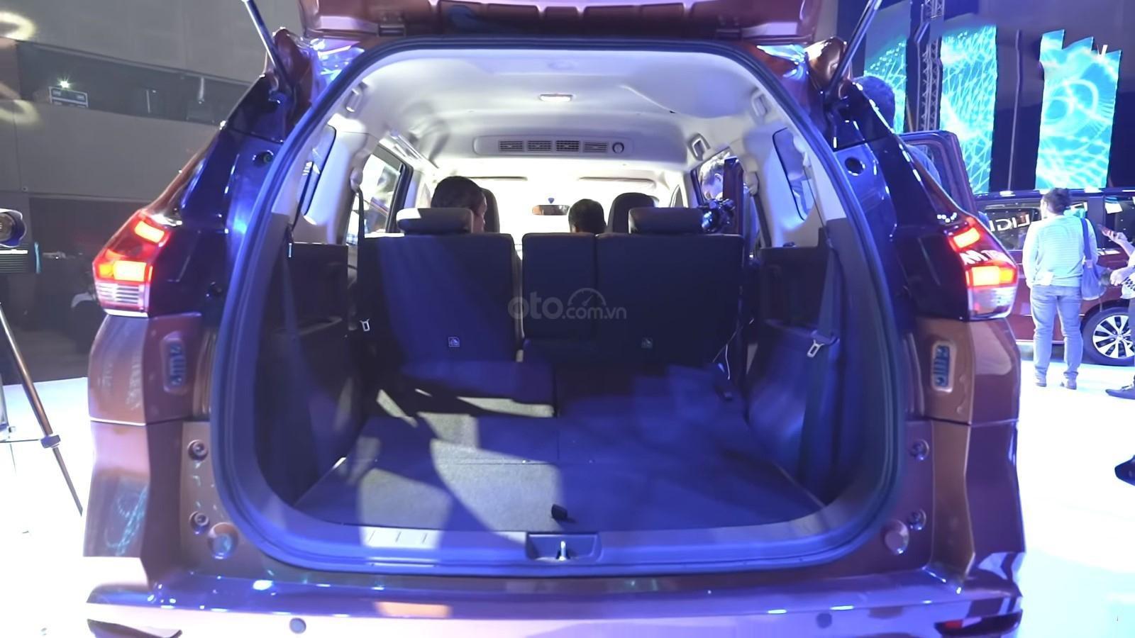 Ảnh chụp khoang hành lý xe Nissan Grand Livina 2020