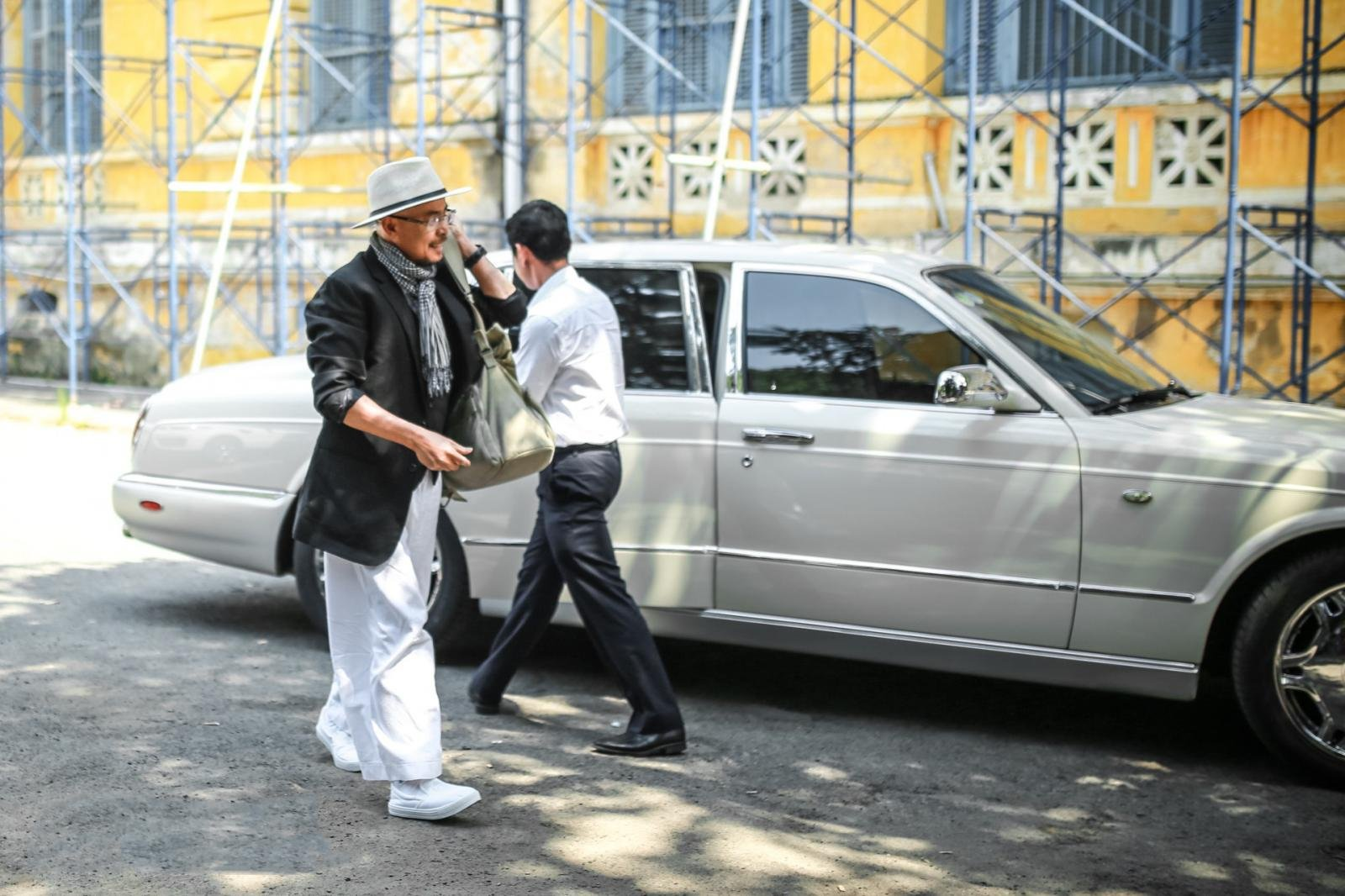 """Bỏ qua hơn 100 xe """"khủng"""", đại gia cafe Trung Nguyên chọn Bentley Arnage đời cũ để """"đi"""" ly hôn3aa"""