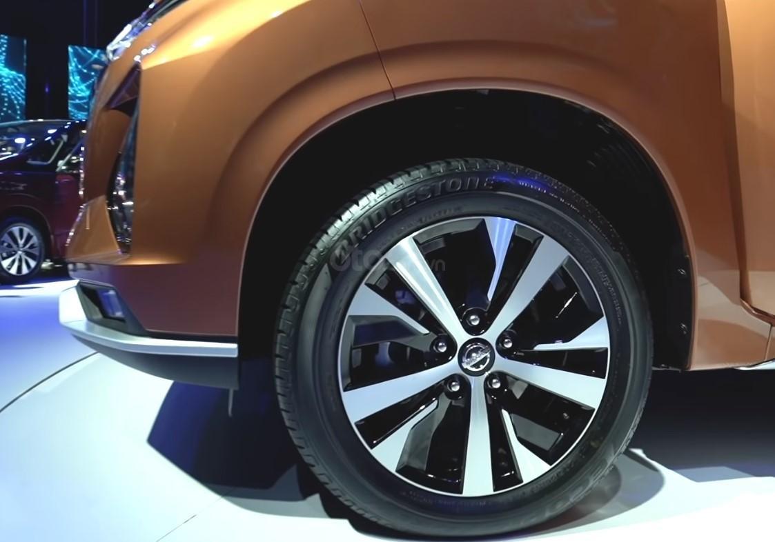 Ảnh chụp bánh xe Nissan Grand Livina 2020