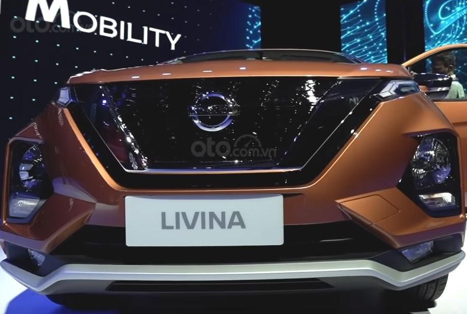 Ảnh chụp lưới tản nhiệt xe Nissan Grand Livina 2020