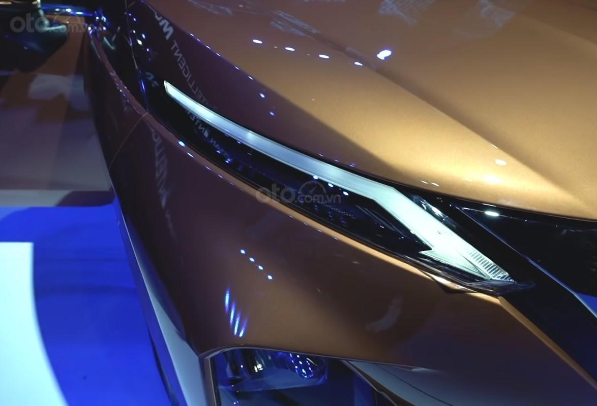 Ảnh chụp đèn ban ngày xe Nissan Grand Livina 2020 màu cam