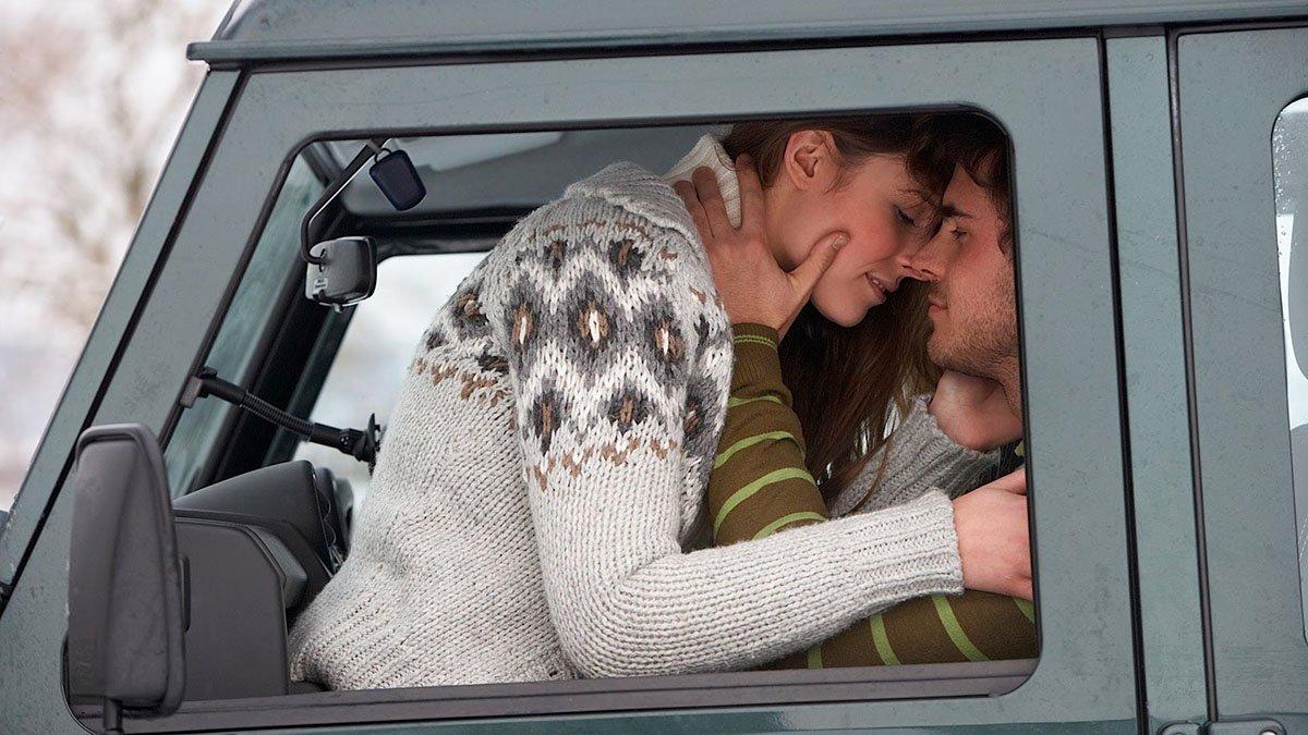 """Những lưu ý bảo vệ an toàn khi """"yêu"""" trong xe ô tô với người ấy2aa"""