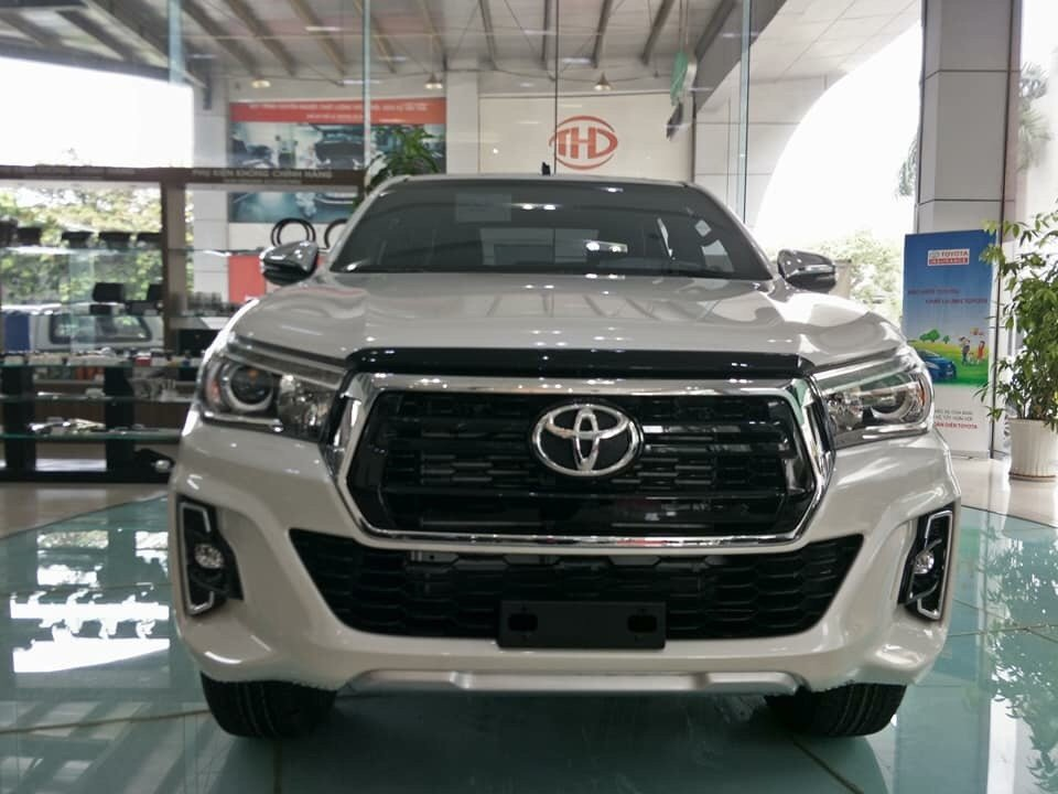 Giá lăn bánh xe Toyota Hilux 2019 sau khi tăng phí trước bạ.