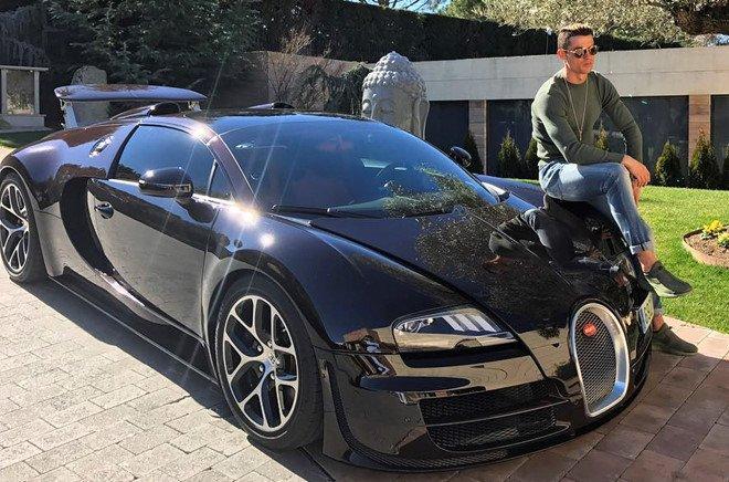 Cristiano Ronaldo bổ sung Rolls-Royce Cullinan vào bộ sưu tập xe hơi khủng a2