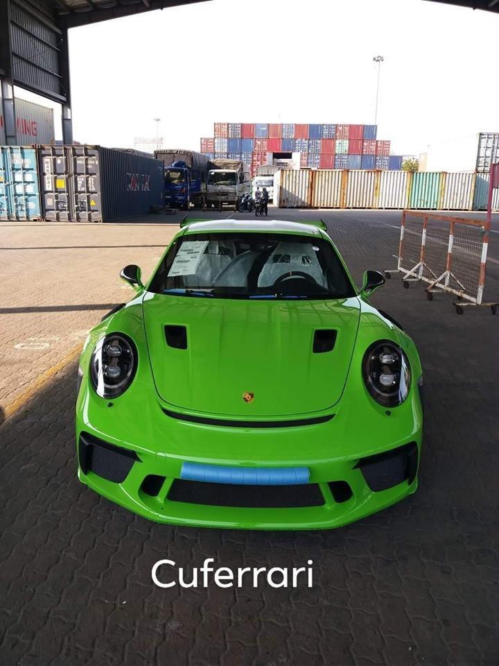 """Porsche 911 GT3 RS có màu sơn """"hiếm"""" giá trị hơn 200 triệu đồng xuất hiện tại Việt Nam2aa"""