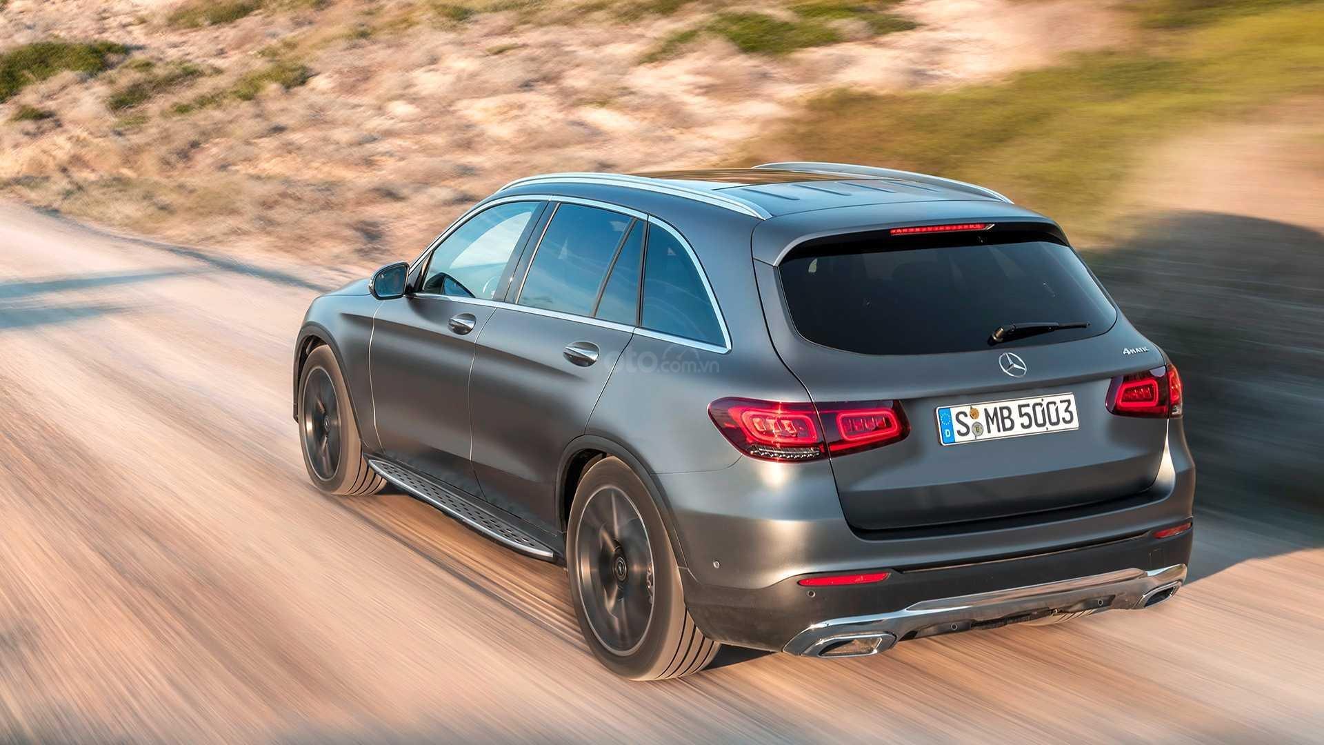 Đánh giá xe Mercedes-Benz GLC-Class 2020 - đuôi xe