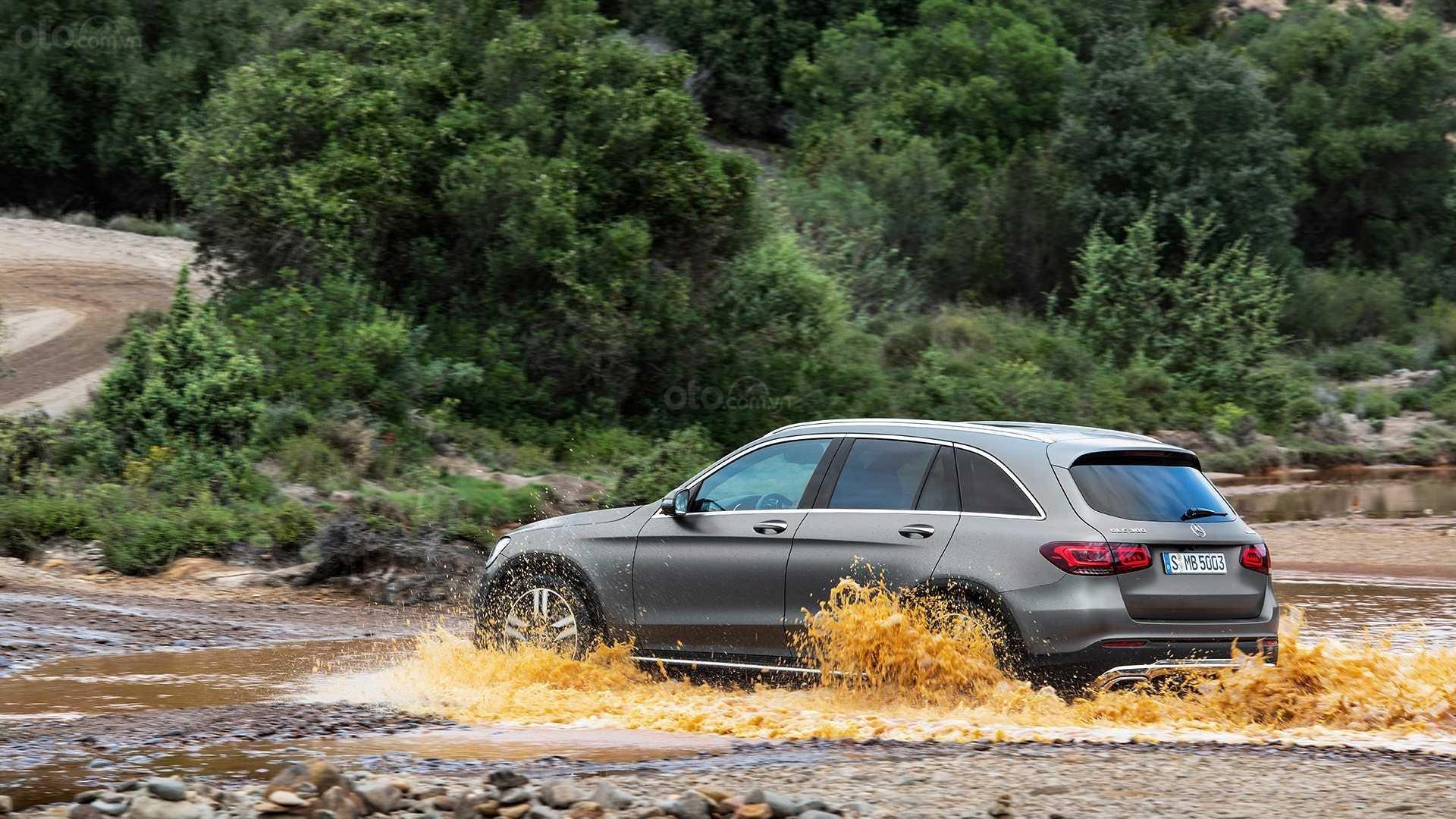 Mercedes-Benz GLC-Class 2020 lội nước
