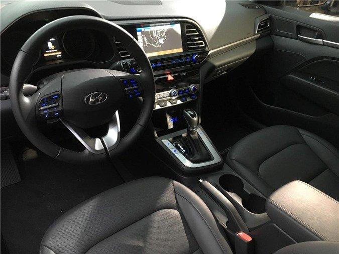 Ảnh chụp nội thất xe Hyundai Elantra 2020