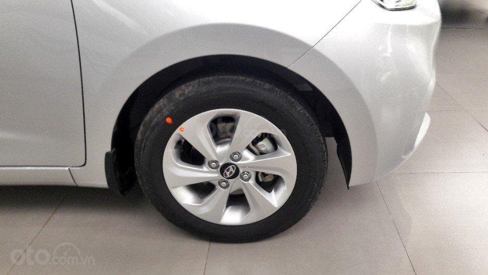 Bán Hyundai Grand i10 Sedan AT full, giao xe với 135tr (5)