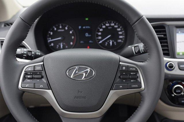 So sánh xe Hyundai Accent 2019 và Toyota Wigo 2019 về vô-lăng 3
