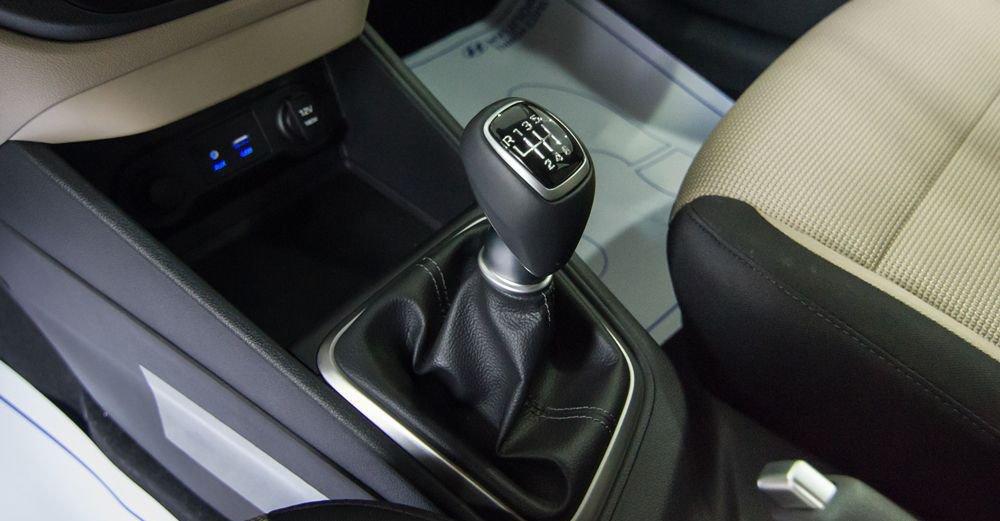 So sánh xe Hyundai Accent 2019 và Toyota Wigo 2019 về trang bị giải trí 9