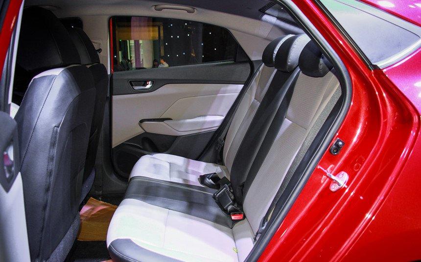 So sánh xe Hyundai Accent 2019 và Toyota Wigo 2019 về ghế xe 8