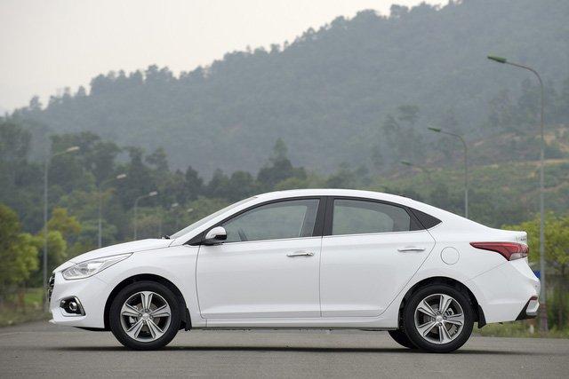 So sánh xe Hyundai Accent 2019 và Toyota Wigo 2019 về thiết kế 9