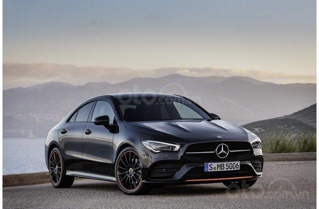 Góc 3/4 đầu xe Mercedes-Benz CLA-Class hoàn toàn mới