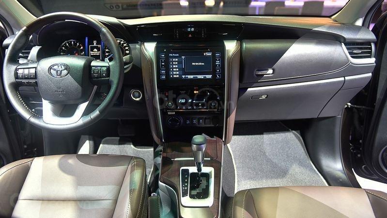 Khoang cabin Toyota Fortuner 2019...