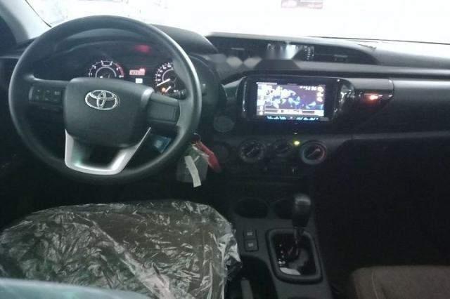 Cần bán xe Toyota Hilux 2.4G AT năm 2018, màu bạc, nhập khẩu, giá chỉ 695 triệu (2)