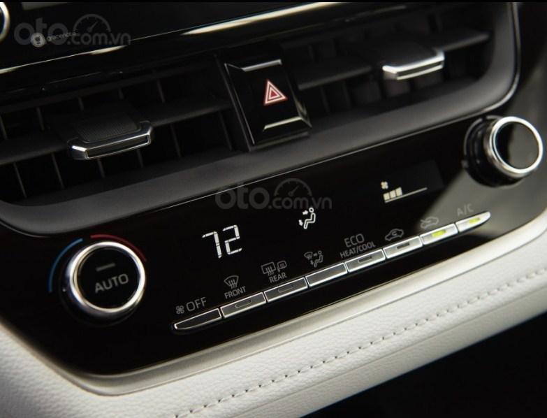 Đánh giá xe Toyota Corolla 2020 - bảng điều khiển