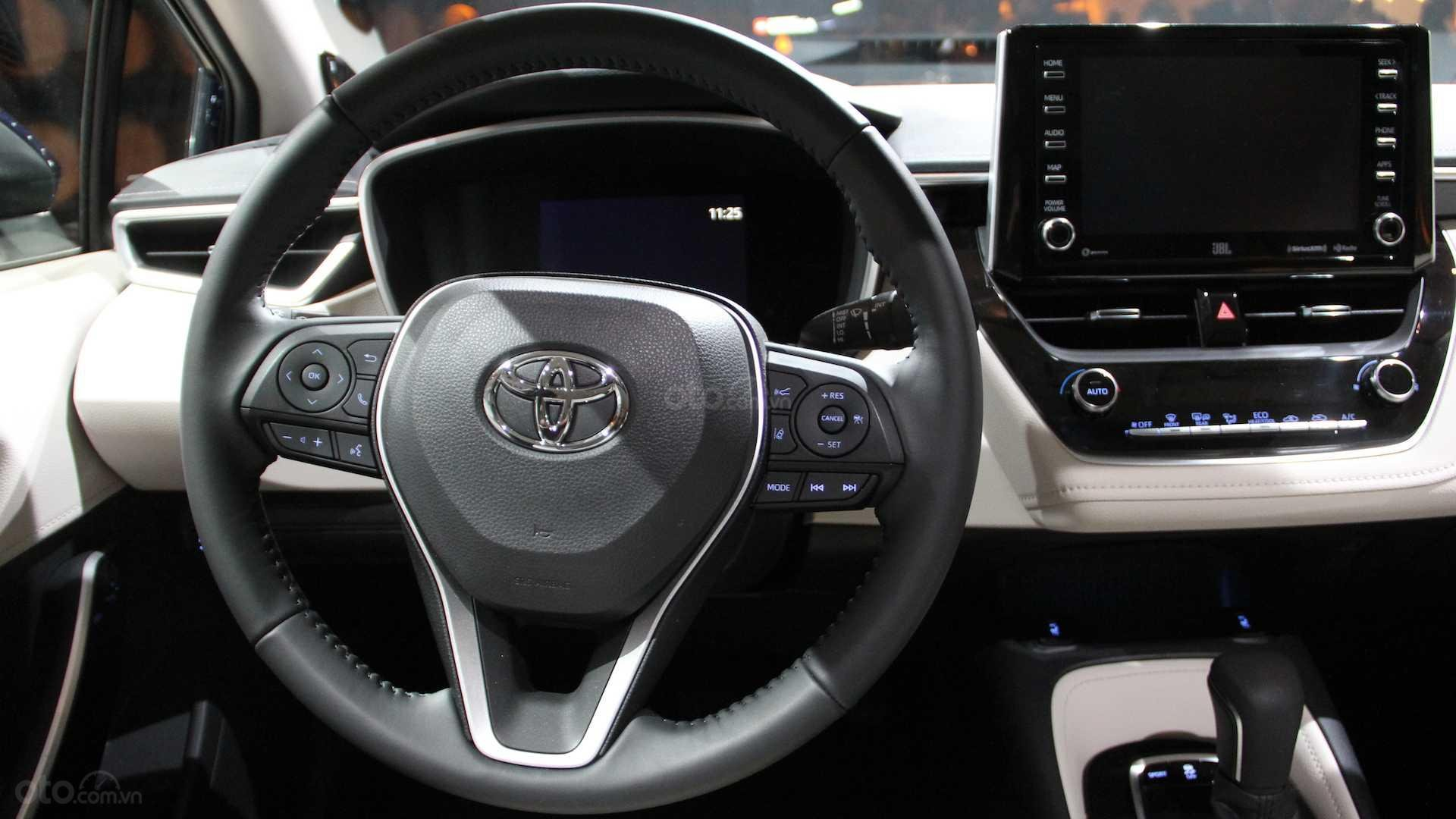Đánh giá xe Toyota Corolla 2020 - vô lăng
