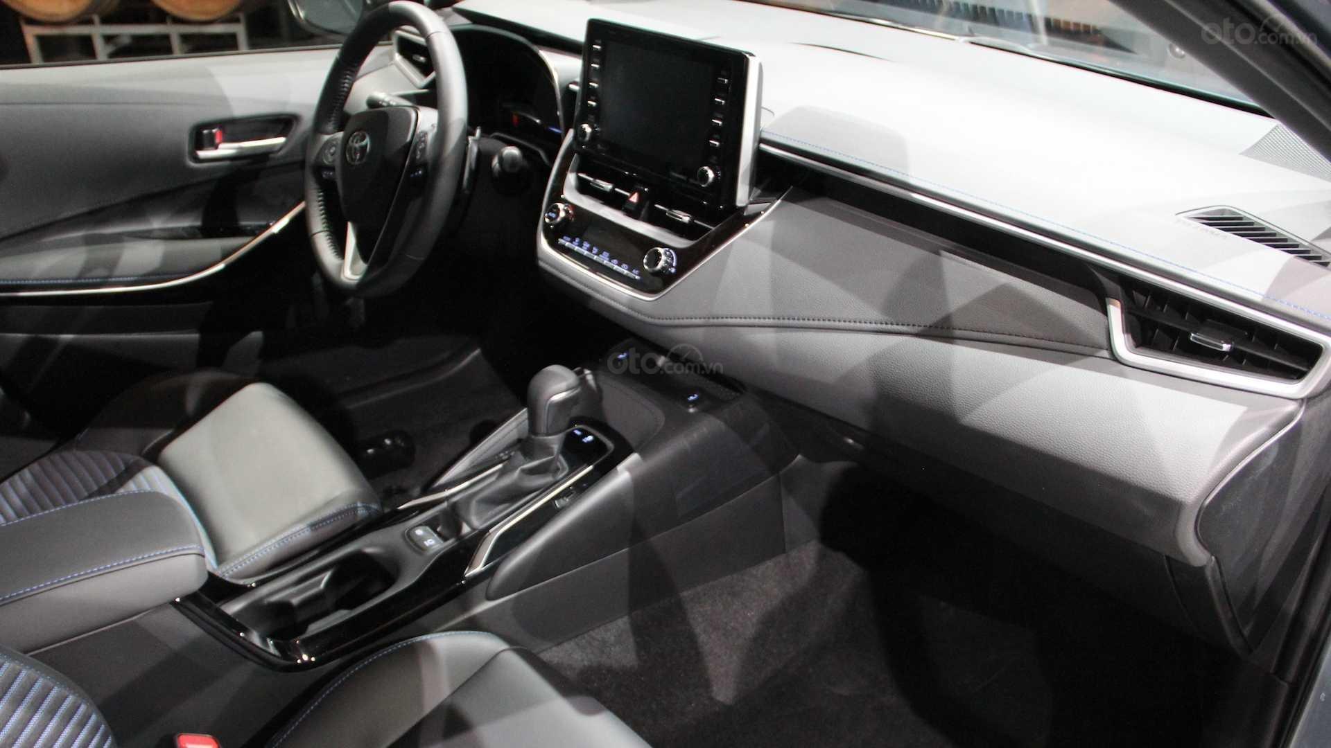 Đánh giá xe Toyota Corolla 2020 - nội thất